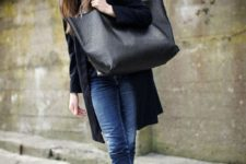 05 blue jeans, a blaack cardigan, grey booties and an oversized black tote