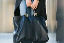 06 a tan shirt, a long sleeveless coat, blue jeans, studded heels and a large black tote
