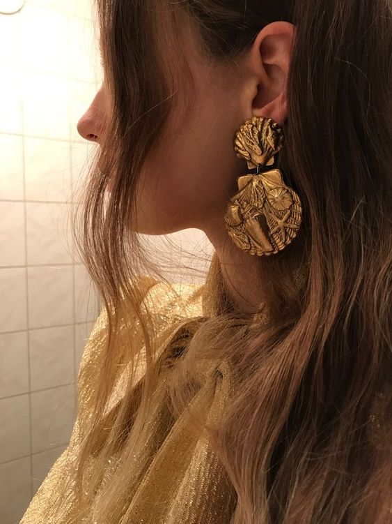 gorgeous statement gold shell earrings for a beach party or wedding