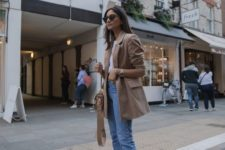 09 a casual outfit with cropped jeans, a white tee, white sneakers, a camel blazer and a bag