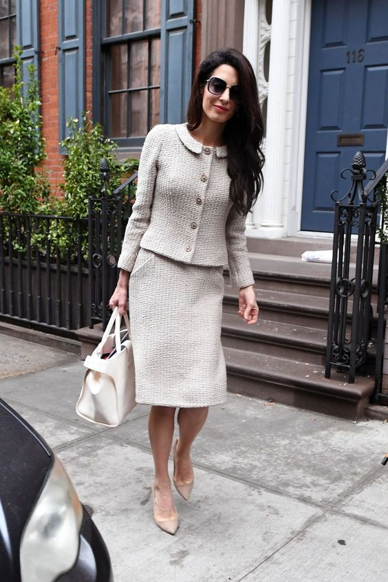 Amal clooney wearing a classic creamy Chanel skirt suit, a creamy bag and nude heels