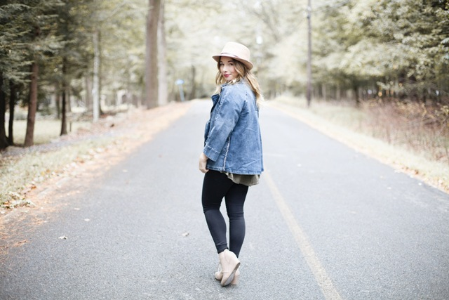 With beige hat, leggings, loose shirt and shoes
