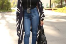 a nice retro look with a cardigan and high-wasted jeans