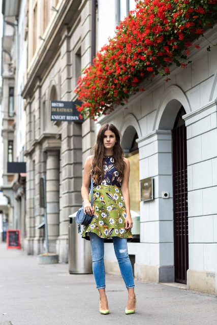 With blue bag and light yellow pumps