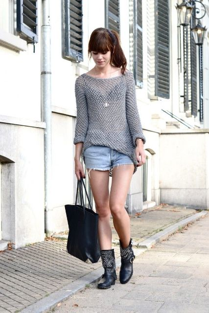 With gray loose shirt, denim shorts and black tote