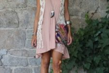 With pale pink mini dress, chain strap bag and brown leather shoes