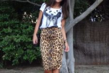 With printed t-shirt, red pumps and black bag