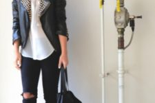 basic black and white spring look with skinny jeans