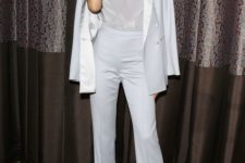 02 an off-white pantsuit, a silver top on spaghetti straps and silver shoes for a wow look