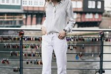 05 white jeans, a striped shirt, white sneakers and a black hat for spring