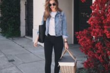06 black jeans, a white tee, white sneakers and a blue denim jacket plus a black tote