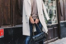 07 blue skinnies, a nude top, nude and blakc slingbacks, a creamy trench and a black bag