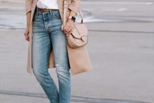 08 a white shirt, blue jeans, a tan trench, white loafers and a tan bag
