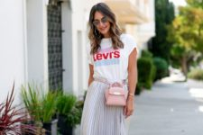 09 a printed tee, a grey metallic pleated midi skirt and white sneakers for spring