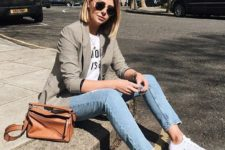 10 white sneakers, blue skinnies, a printed tee, a grey blazer and an amber bag