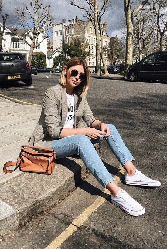 white sneakers, blue skinnies, a printed tee, a grey blazer and an amber bag