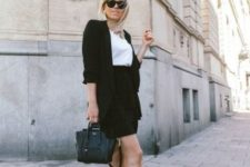 work outfit for spring in dark tones