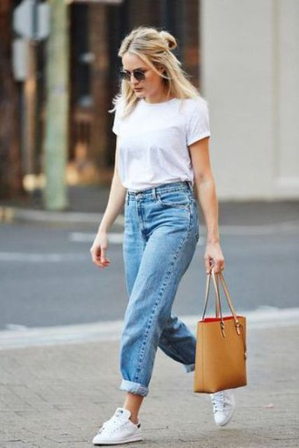 blue mom jeans, a white tee, white sneakers and a sandy beige bag