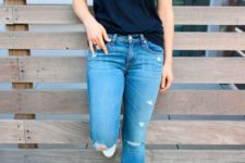 16 a black tee, blue ripped skinnies, white brogues for a simple and classy look