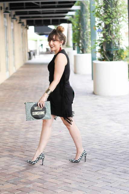 With printed clutch and checked pumps