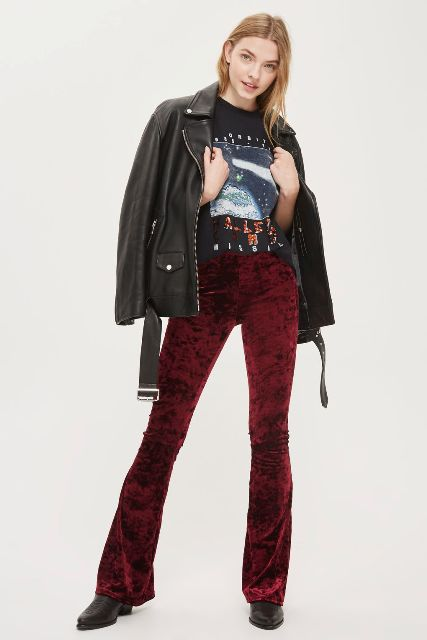 With printed t shirt, black leather jacket and black flat boots