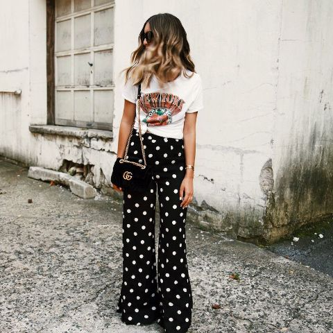 With printed t-shirt, chain strap bag and high heels