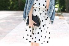 06 a black and white polka dot knee dress, a denim jacket and neon pink shoes for a modenr touch