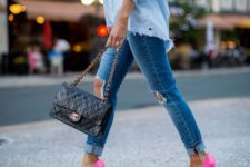 06 an off the shoulder blue shirt, blue ripped skinnies, neon pink shoes and a black bag