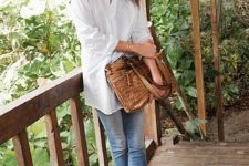 09 an oversized white shirt, blue skinnies, brown wedges and a brown leather bag