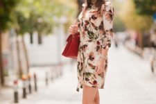 With beige lace up flats and brown bag