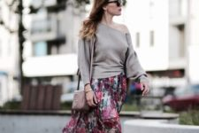 With one shoulder shirt, white sneakers and beige bag