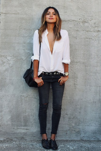 With white V-neck shirt, skinny pants, bag and flat shoes