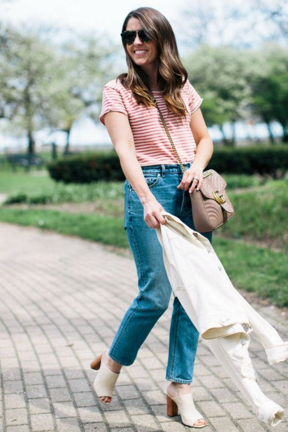 casual spring look with mom jeans