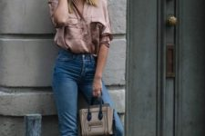an oversized dusty pink shirt, blue jeans with a raw hem, nude shoes and a nude and black bag
