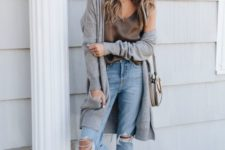 a spring outfit with ripped jeans