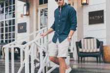 05 a navy chambray shirt, neutral shorts and white sneakers are all you need to feel cool in summer