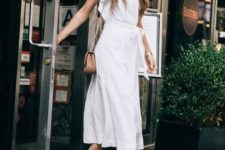 08 a white linen midi dress with ruffle sleeves, a V-neckline, a sash, knot mules and a brown bag