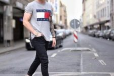 11 a grey tee, black jeans, beige sneakers for a comfy and relaxed summer outfit