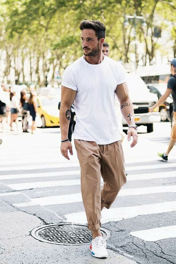 a white loose tee, camel loose pants, white sneakers are all you need to feel comfortable