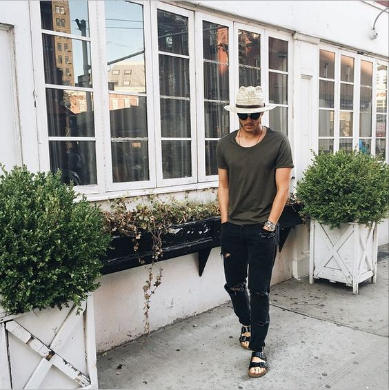 black ripped jeans, a graphite grey tee, a straw hat and black sandals for a badass summer look