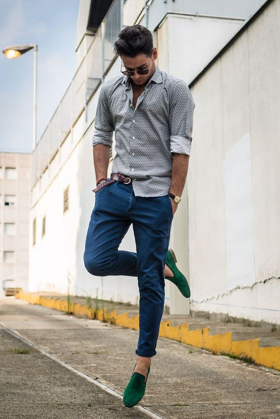 a relaxed summer outfit with a grey printed button down, blue jeans and emerald loafers