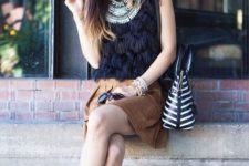 With black hat, striped bag, necklace, brown skirt and black shoes