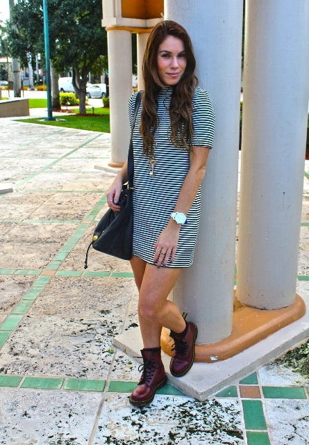 With brown leather lace up boots and black tote