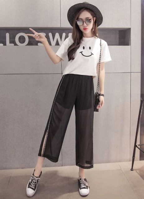 With printed t shirt, wide brim hat, chain strap bag and sneakers