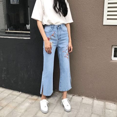 With white loose t shirt and white sneakers
