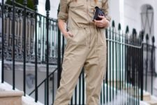 a beige boiler suit, a tiny black bag and black heels will make you look super trendy