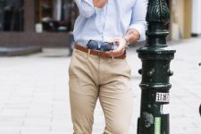 a light blue button down, tan pants and matching shoes are all you need for a comfrotable look