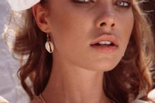 chic seashell earrings with gilded edges look cool, casual and very trendy in summer