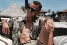 07 tan shorts and an unbuttoned leaf printed shirt are amazing to have a rest at the beach