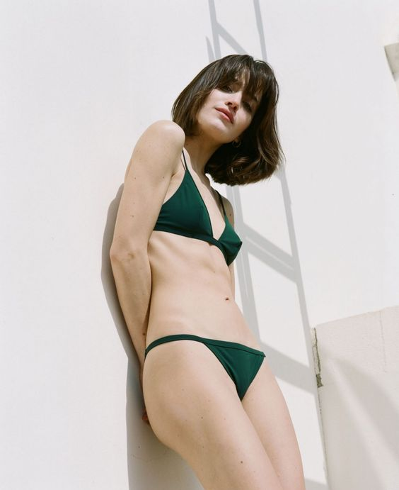 a minimalist emerald green bikini is comfortable to suntan in and looks cool and simple